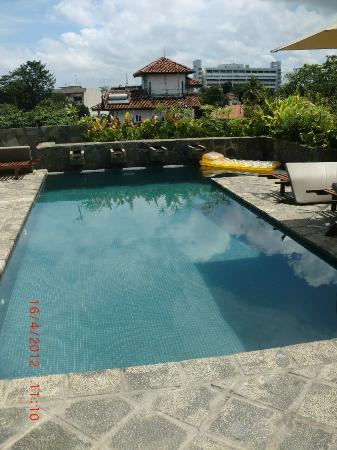 Zylan Luxury Villa: Rooftop pool