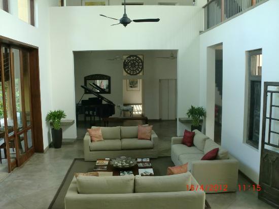 Zylan Luxury Villa: Next to the restaurant