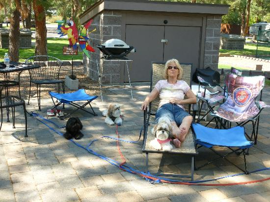 Crown Villa RV Resort: Enjoy the patio