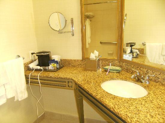 ฮิลตั้นซานต้าคลาร่าโฮเต็ล: Bathroom