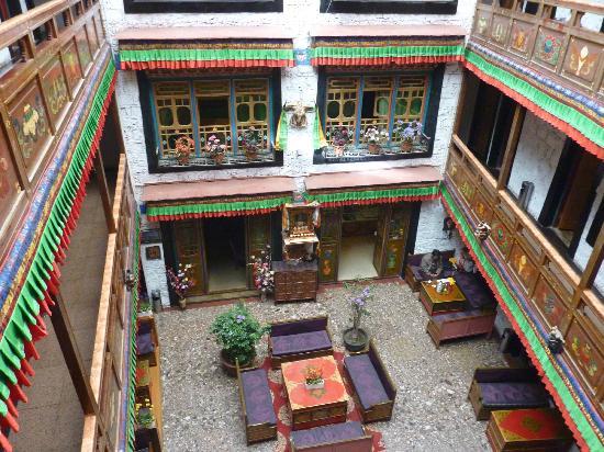 TASHI CHOETA BOUTIQUE HOTEL : Indoor courtyard