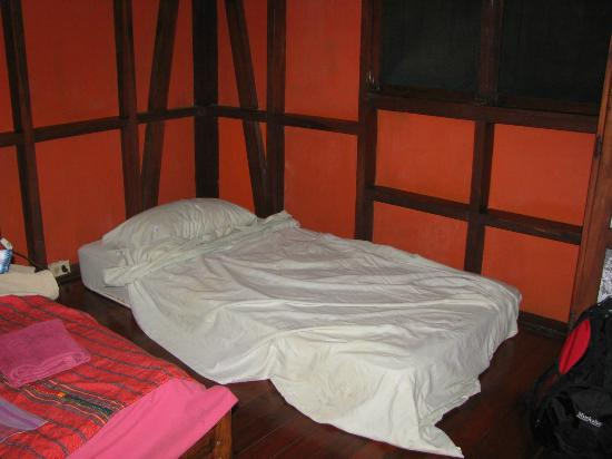 Cabinas Punta Uva: Mattress put on a damp musty floor.