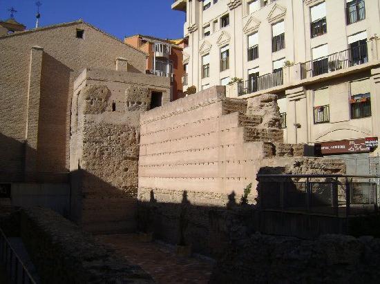 Arab Walls: Restos de la Muralla árabe de Murcia.
