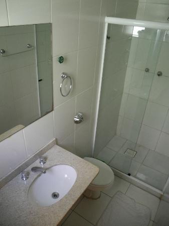 Hotel Angrense: bathroom