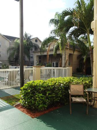 Homewood Suites by Hilton Fort Myers : Pool area