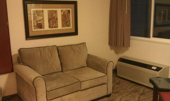Shilo Inn Suites Hotel - Bend: Small comfy sofa in the dining area adjacent to balcony.
