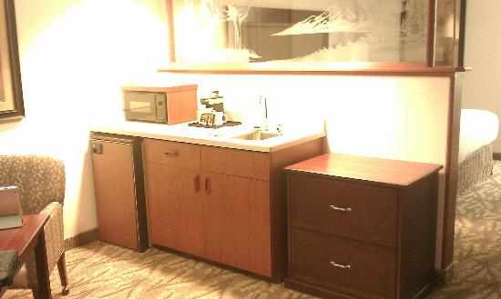 Shilo Inn Suites Hotel - Bend: Small kitchenette Area. Microwave, Fridge, Sink. No dishes or other provided.