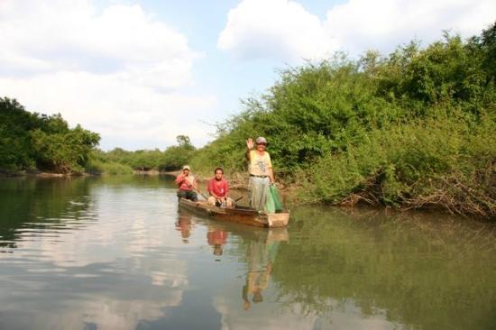 Nitun Private Reserve : Fishermans while going to Aguateca ruins, Petexbatun lagoon, Guatemala