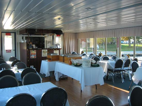 Scugog Island Cruises: Our Lower Gallery - Fully enclosed for dining cruises