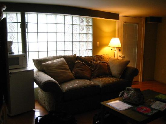 Pilot Knob Inn: Interior of room