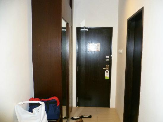 De Garden Hotel: The Room 2