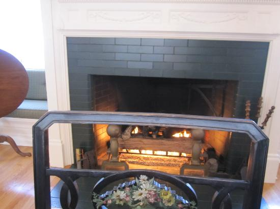 Captain Jefferds Inn: The Dining Room Fireplace