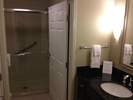 Staybridge Suites Wilmington East: Bath