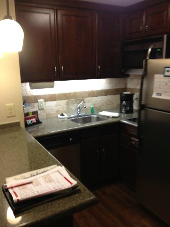 Staybridge Suites Wilmington East: Kitchen area