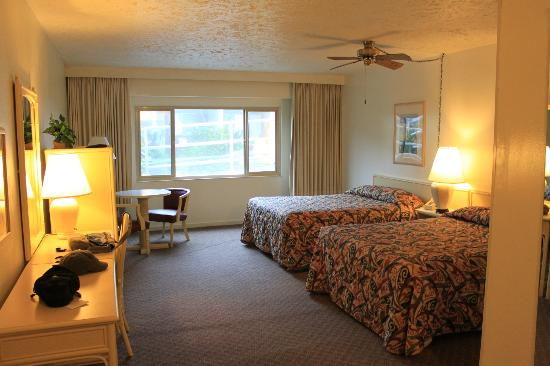 Maui Seaside Hotel: Room