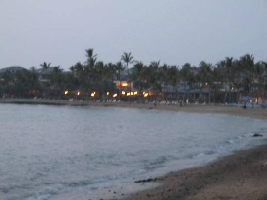 Outrigger Waikoloa Beach Villas: A Bay at sunset