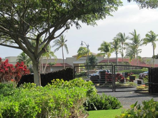 Outrigger Waikoloa Beach Villas: guard gate to complex - queens shops across from entrance