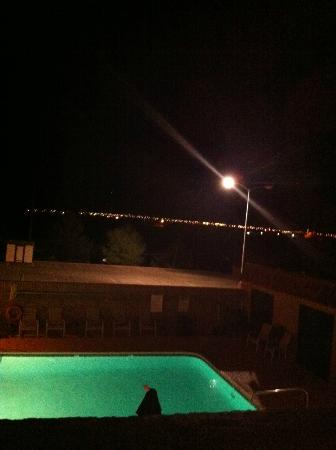 Sun Canyon Inn : Night time view