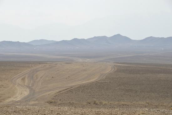 Ulaangom, มองโกเลีย: Lak of defined and maintained roads is putting increasing pressure on the fragile landscape
