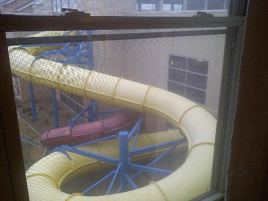 Country Inn & Suites by Radisson, Gillette, WY : Water slides into the pool