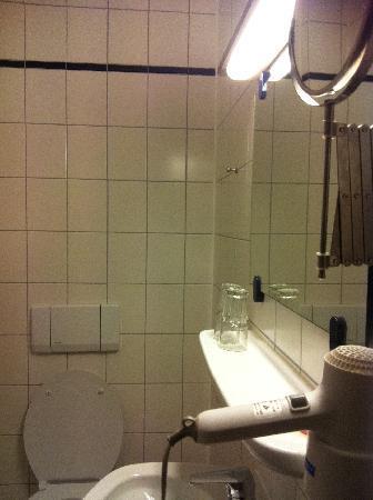 Hotel Seehof: bathroom