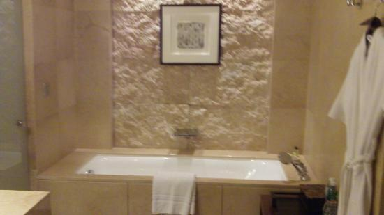 Grand Hyatt Goa: Bathtub