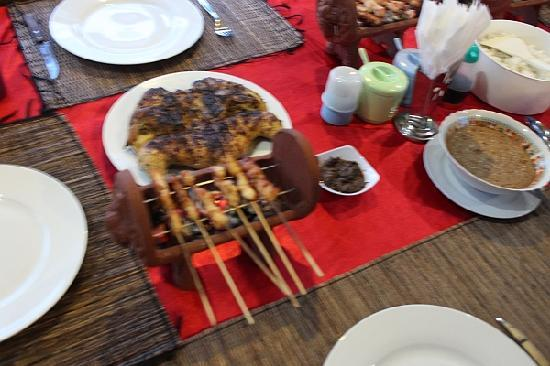 Mumbul Guesthouse : Chicken satay from our own restaurant