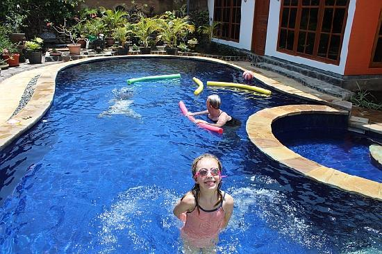 Mumbul Guesthouse : Our pool area is popular with families
