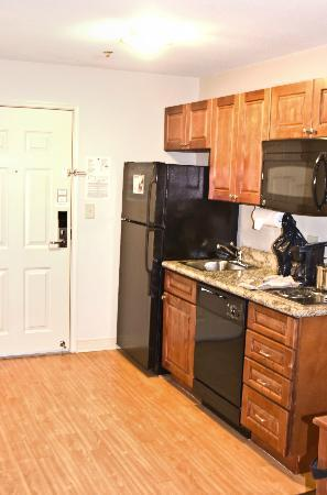Candlewood Suites Perrysburg: Full Kitchen