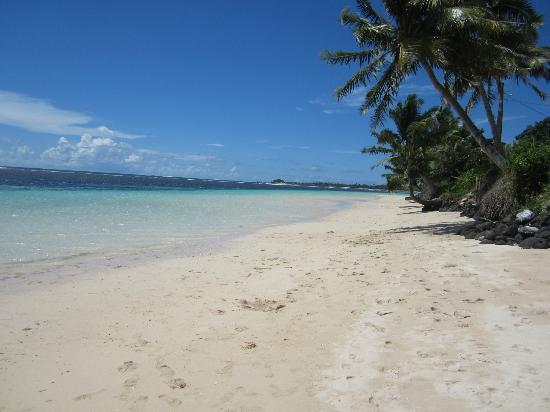 Tanu Beach Fales: This is steps from your fale