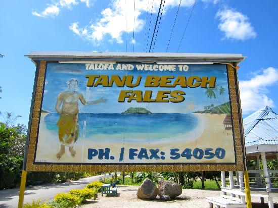 Tanu Beach Fales: Sign from the road