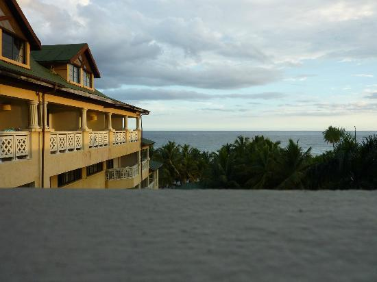 Coral Costa Caribe Resort & Spa: Look again at the gutters