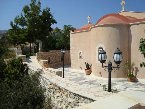 Krousonas, Greece: The nice main church of the monastery is a double-aiste bacilica.