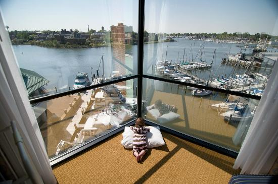 Crowne Plaza Hampton Marina: Enjoying the view