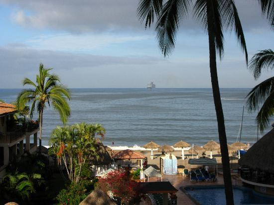 Vallarta Torre: Cruise ship comming in