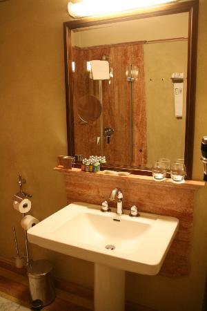 Hotel Copernicus: Bathroom