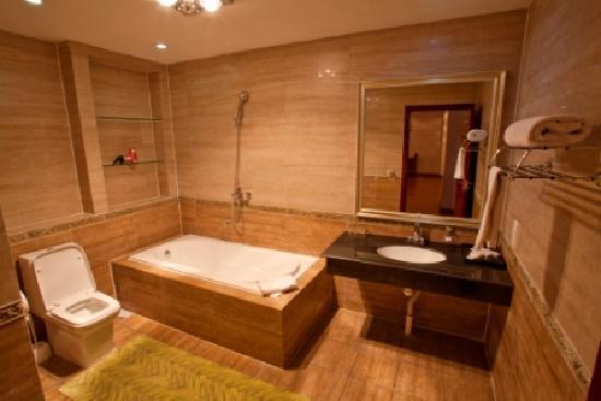 Renion Residence Hotel: bath