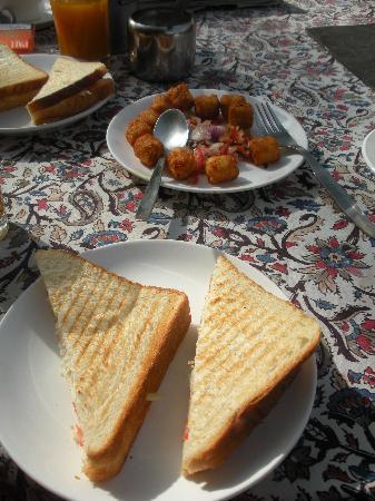 Hotel Anuraag Villa: Veg continental breakfast