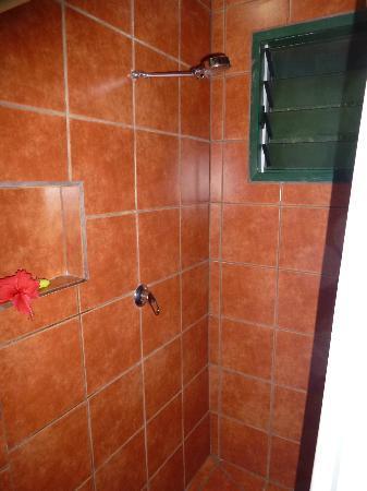 Nakia Resort & Dive : Shower