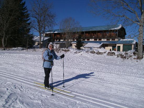 Foncine-le-Haut, França: Vue de l'hôtel depuis la piste de skis