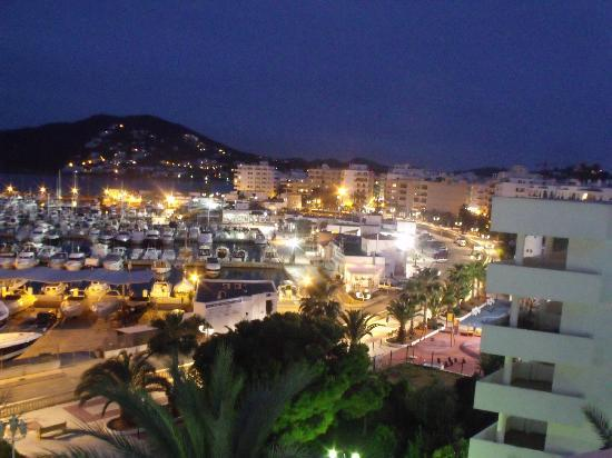 Hotel Tres Torres : Night Time view of Marina from our room
