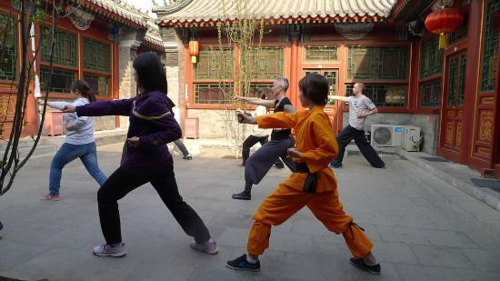‪‪Fly by Knight Courtyard Beijing‬: kung fu in the courtyard‬