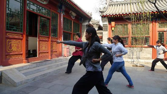 Fly by Knight Courtyard Beijing : kung fu