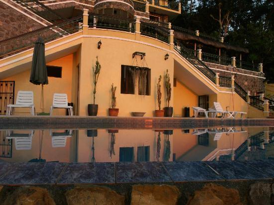 The Manor at Puerto Galera: Inifinity Pool