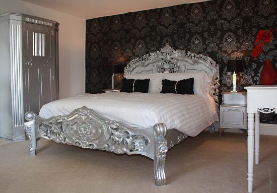 Cwrt Mawr Mansion Bed & Breakfast: The Silver Room