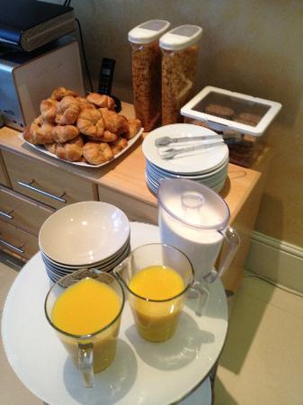 "Rex Hotel : breakfast ""buffet"": aditional eggs, coffee, tea. Marmelade on table."