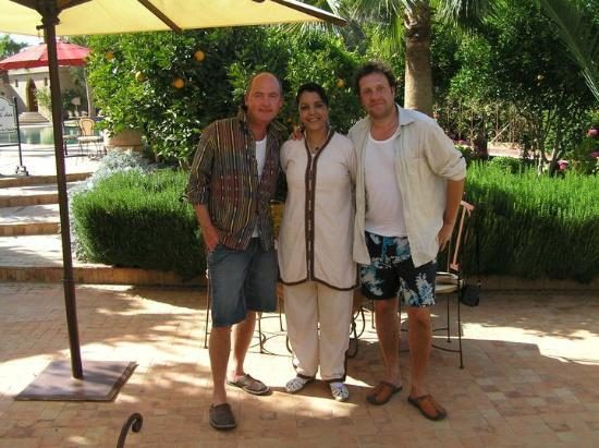 Hotel Dar Zitoune: Gary and Justin with a member of the team