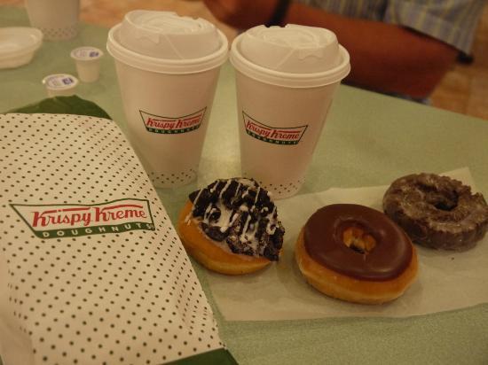 Krispy Kreme Doughnuts : Links ist der Oreo-Doughnut