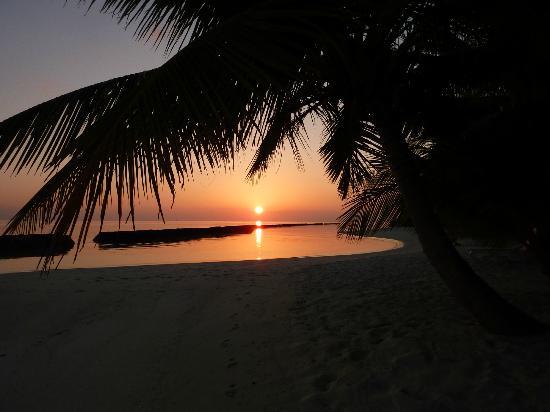 Kuramathi Island Resort: Stunning sunset!