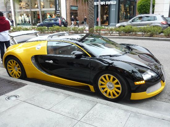 bugatti veyron on rodeo drive picture of a day in la. Black Bedroom Furniture Sets. Home Design Ideas